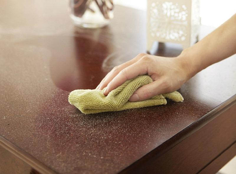 Чем протирать мебель, чтобы не садилась пыль