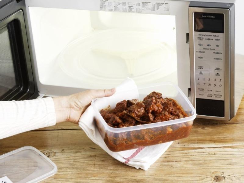 Какие предметы нельзя нагревать в микроволновой печи