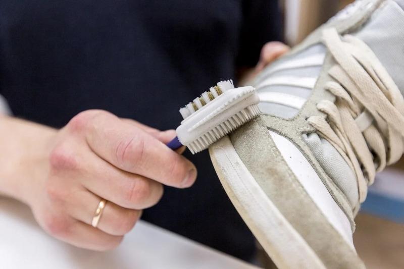 Как вернуть к жизни изношенную одежду и обувь